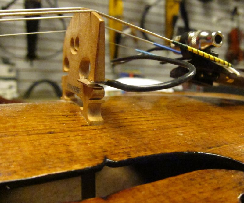 bridge-mounted violin pickup